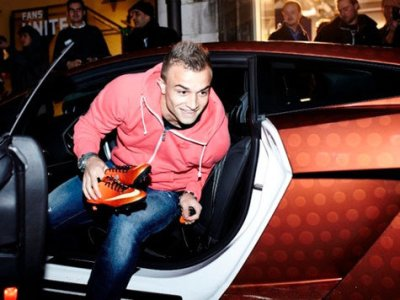 Photo of Shaqiri shijon luksin e Lamborghini-t