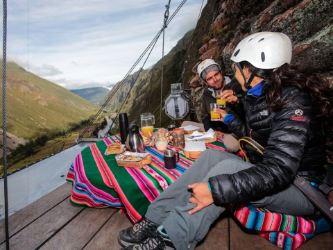 the-pods-even-have-a-dining-area-that-sits-above-the-lodge