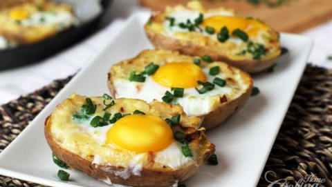 twice-baked-potato-with-egg-on-top-635x358